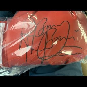 "Autographed boxing glove ""Ray  ""Boom Boom"" Mancini"